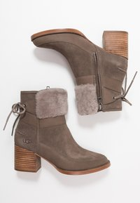UGG - KIRKE - Classic ankle boots - mole - 3