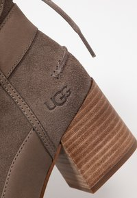 UGG - KIRKE - Classic ankle boots - mole - 2