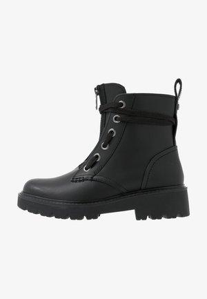 DAREN - Snørestøvletter - black
