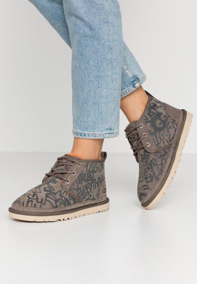 NEUMEL STREET GRAFFITI - Ankle boots - slate
