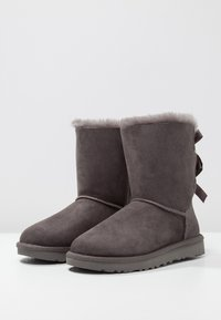 UGG - BAILEY BOW - Classic ankle boots - grey - 3