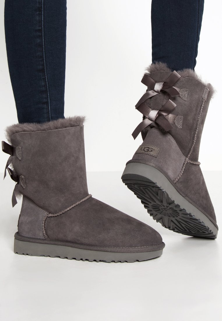 UGG - BAILEY BOW - Classic ankle boots - grey
