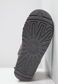 UGG - BAILEY BOW - Bottines - grey - 5