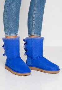 UGG - BAILEY BOW - Classic ankle boots - deep periwinkle - 0