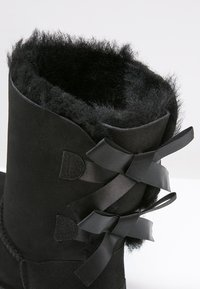UGG - BAILEY BOW - Bottines - black - 6