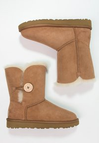 UGG - BAILEY BUTTON II - Støvletter - chestnut - 2