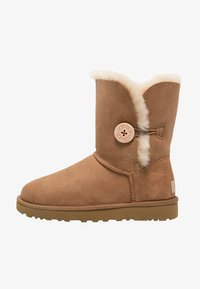 UGG - BAILEY BUTTON II - Støvletter - chestnut