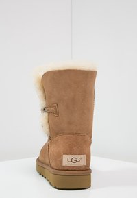 UGG - BAILEY BUTTON II - Støvletter - chestnut - 4