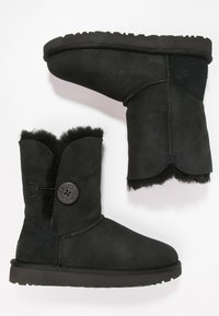 UGG - BAILEY BUTTON II - Classic ankle boots - black - 2