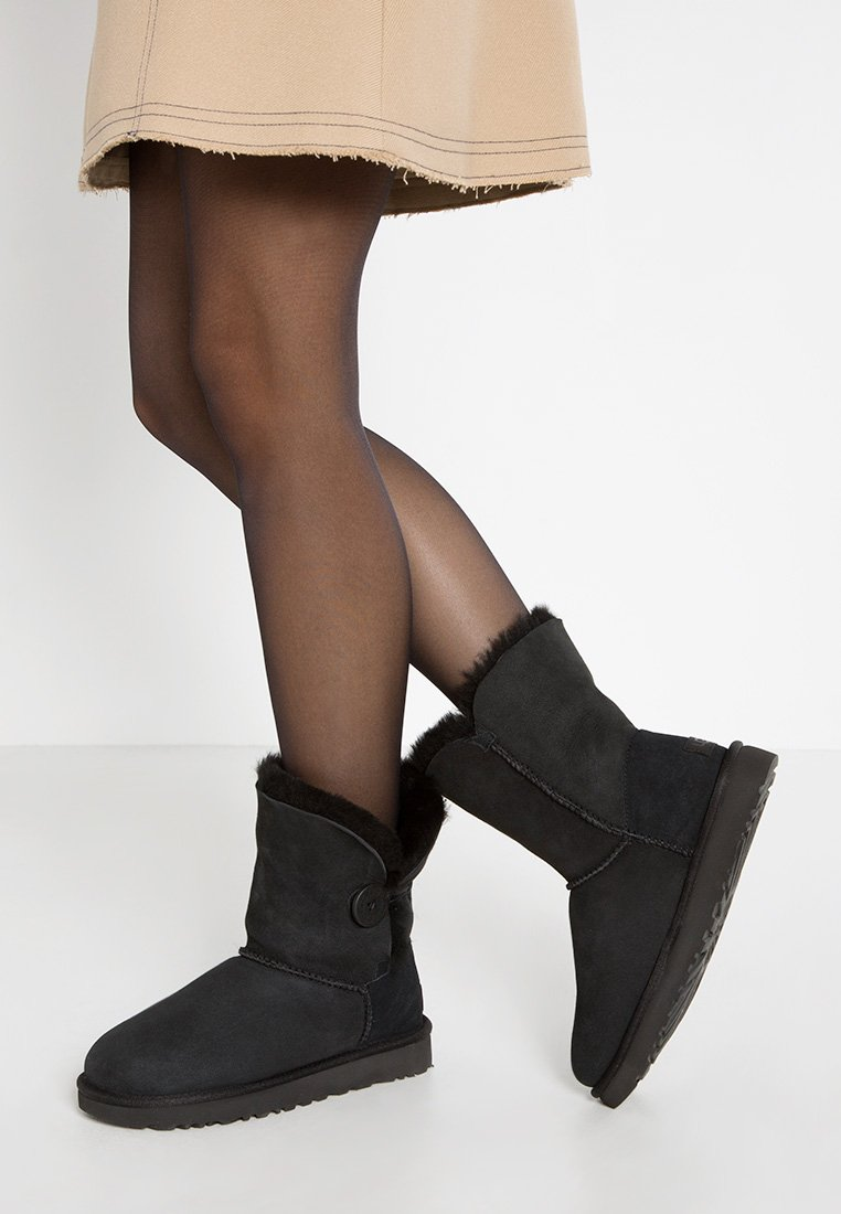 UGG - BAILEY BUTTON II - Classic ankle boots - black