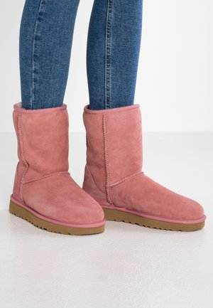 CLASSIC SHORT - Classic ankle boots - pink dawn