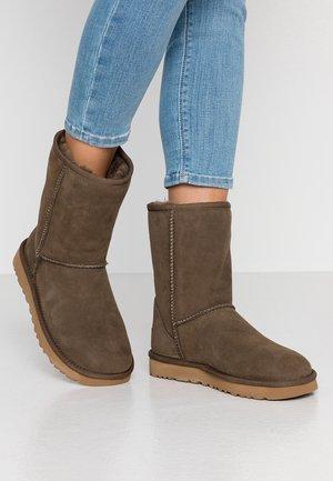 CLASSIC SHORT - Classic ankle boots - eucalyptus spray