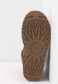 UGG - CLASSIC SHORT - Kotníkové boty - eucalyptus spray - 6