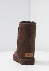 UGG - CLASSIC SHORT - Botines - chocolate - 5