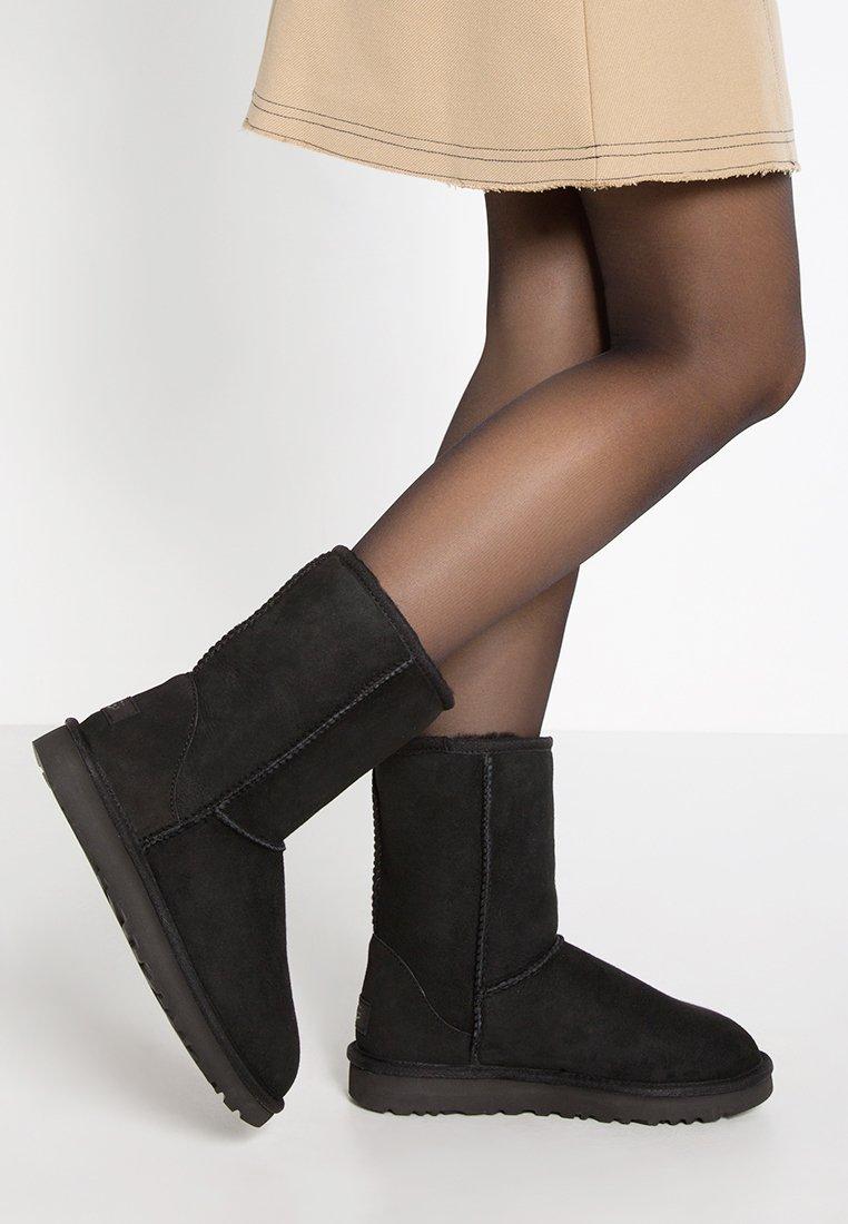 UGG - CLASSIC SHORT - Stiefelette - black