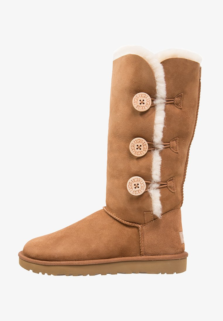 UGG - BAILEY BUTTON TRIPLET II - Winter boots - chestnut
