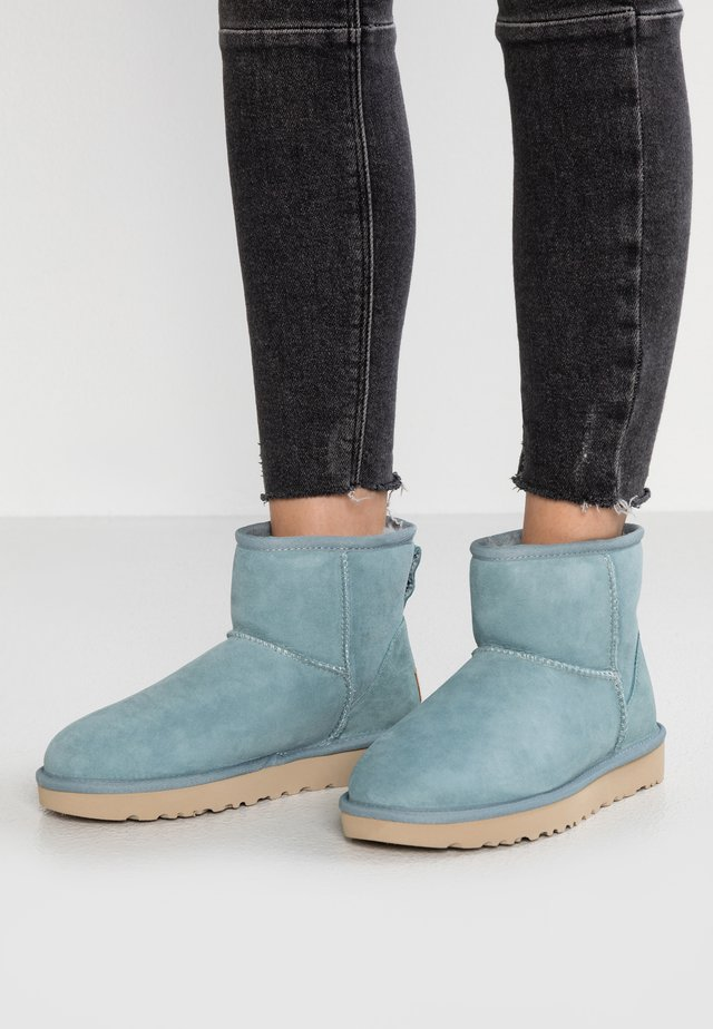 CLASSIC MINI II - Ankle boot - succulent