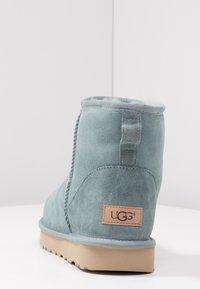 UGG - CLASSIC MINI II - Korte laarzen - succulent - 5