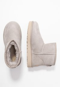 UGG - CLASSIC MINI II - Ankle boots - oyster/sesame - 3