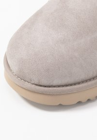 UGG - CLASSIC MINI II - Ankle boots - oyster/sesame - 2
