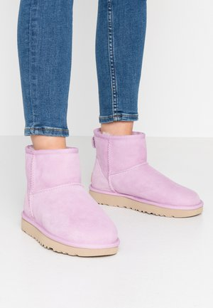 CLASSIC MINI II - Ankle boots - california aster