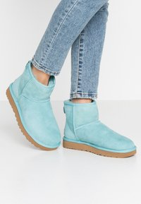 UGG - CLASSIC MINI II - Ankle boots - blue crush - 0