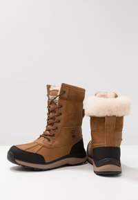 UGG - ADIRONDACK III - Zimní obuv - chestnut - 7