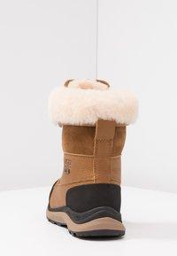 UGG - ADIRONDACK III - Zimní obuv - chestnut - 5