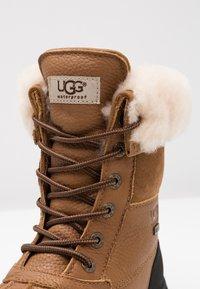 UGG - ADIRONDACK III - Zimní obuv - chestnut - 2