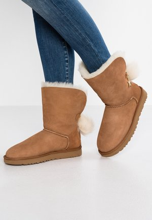 CLASSIC CHARM - Classic ankle boots - chestnut