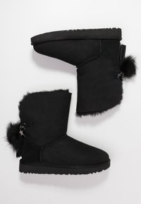 UGG - CLASSIC CHARM - Classic ankle boots - black - 3