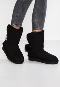 UGG - CLASSIC CHARM - Classic ankle boots - black - 0