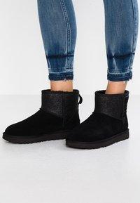 UGG - CLASSIC MINI SPARKLE - Winter boots - black - 0