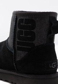 UGG - CLASSIC MINI SPARKLE - Winter boots - black - 2