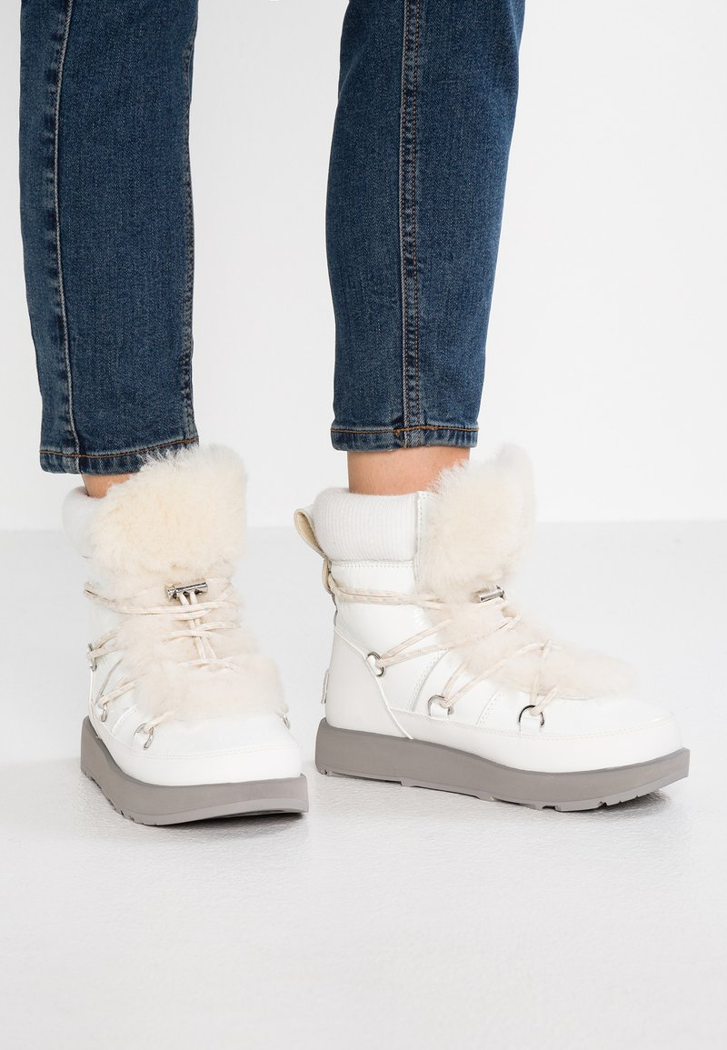 UGG - HIGHLAND WATERPROOF - Vinterstøvler - white