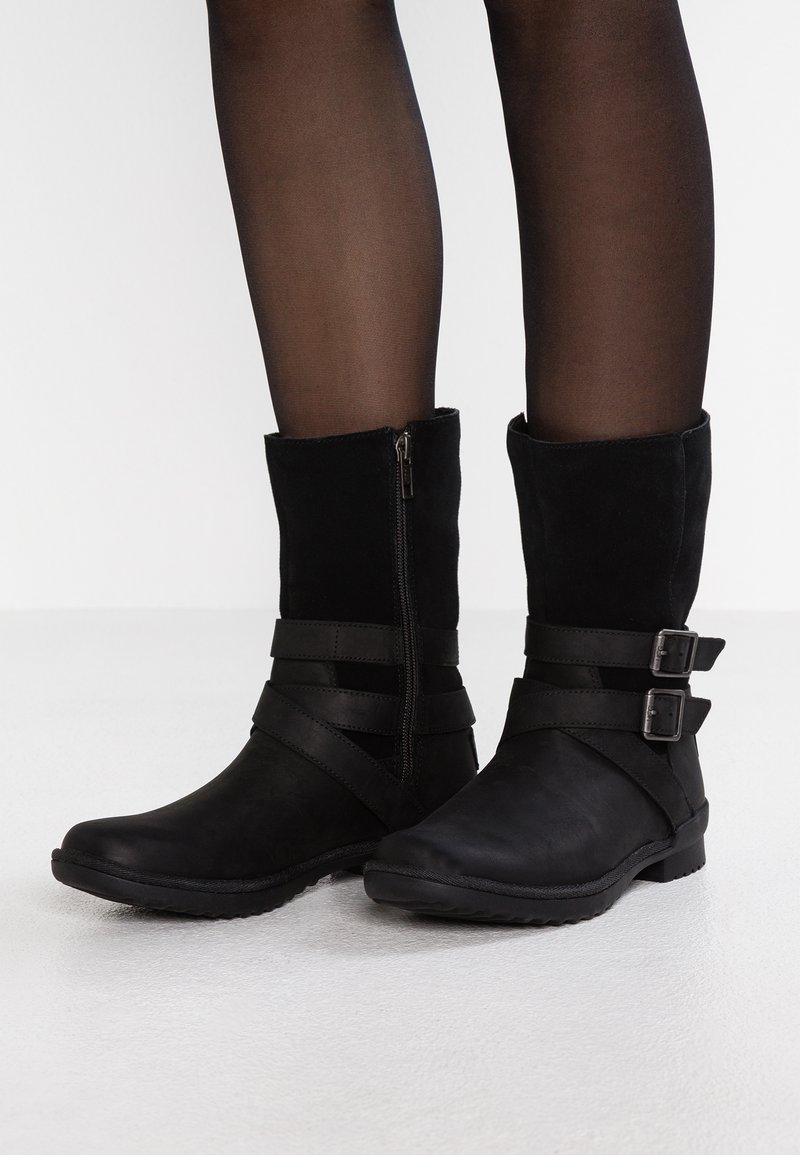 UGG - LORNA BOOT - Bottes - black