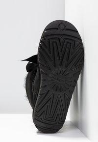 UGG - GITA BOW MINI - Stiefelette - black - 6