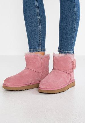 MINI BAILEY FLUFF BUCKLE - Bottines - pink dawn