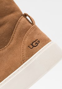 UGG - BEVEN - High-top trainers - chestnut - 2