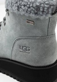 UGG - BIRCH LACE-UP - Vinterstøvler - geyser - 2