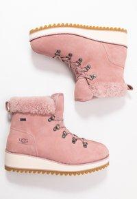 UGG - BIRCH LACE-UP - Vinterstøvler - pink - 3