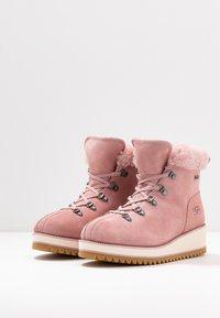 UGG - BIRCH LACE-UP - Vinterstøvler - pink - 4