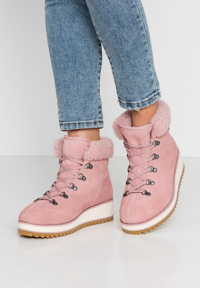 BIRCH LACE-UP - Winter boots - pink