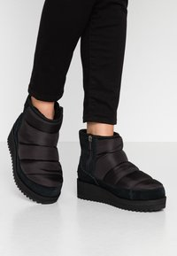 UGG - RIDGE MINI - Vinterstøvler - black - 0