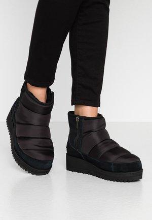 RIDGE MINI - Zimní obuv - black