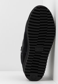 UGG - RIDGE MINI - Vinterstøvler - black