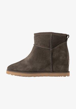 CLASSIC FEMME MINI - Ankle Boot - slate