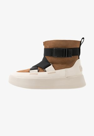 CLASSIC BOOM BUCKLE - Ankle boots - chestnut
