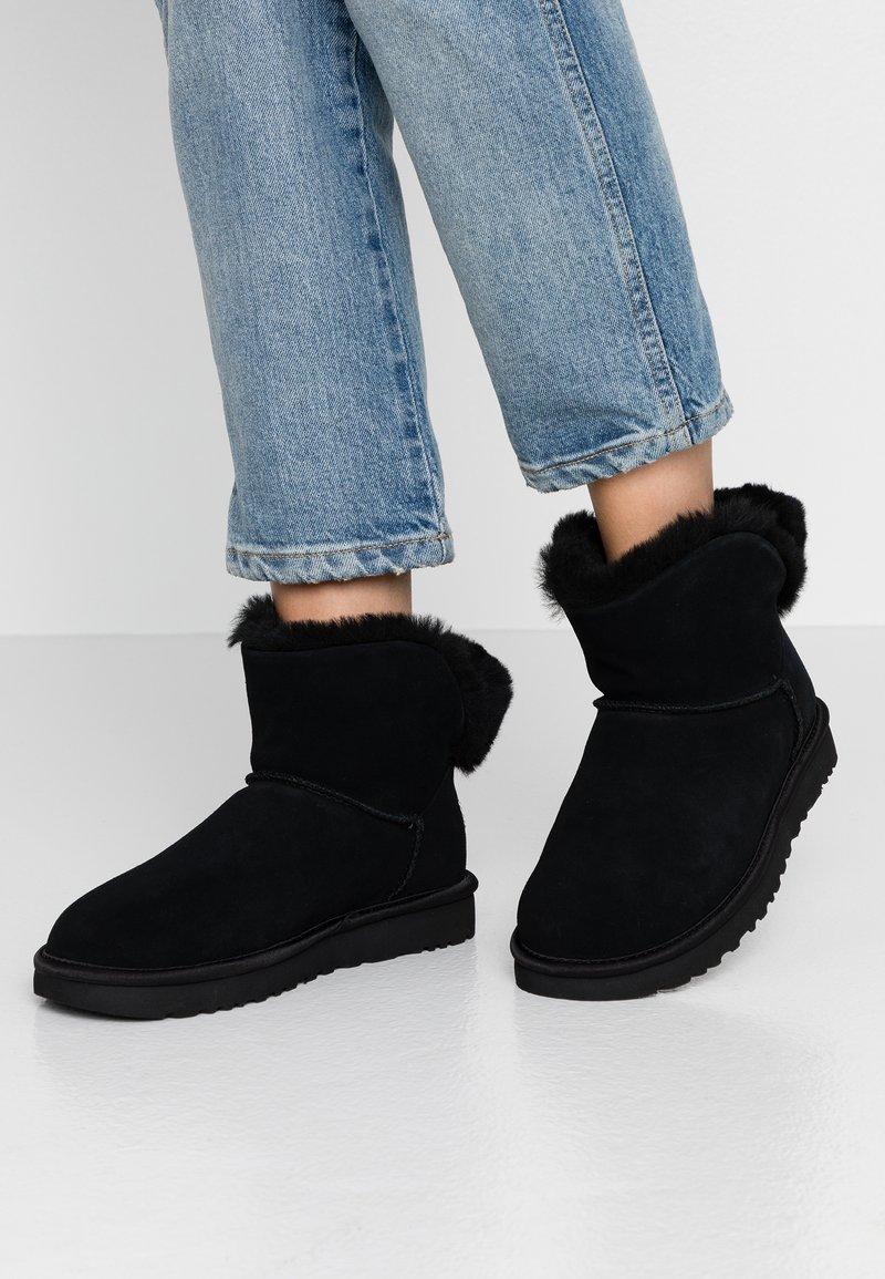UGG - CLASSIC BLING MINI - Snowboots  - black
