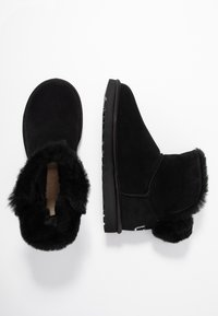 UGG - CLASSIC BLING MINI - Winter boots - black - 3